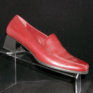 Naturalizer burgundy leather slip on heel 8M